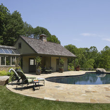 Traditional Pool by Hanson General Contracting, Inc.