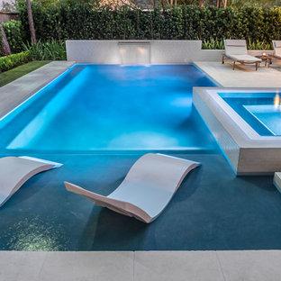 Kleiner, Gefliester Moderner Pool hinter dem Haus in rechteckiger Form in Houston
