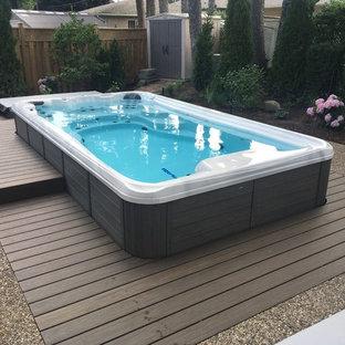 Idee per una piscina costiera rettangolare dietro casa con una vasca idromassaggio