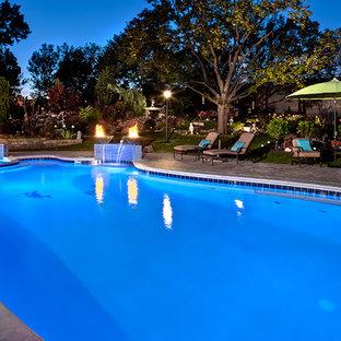 Неиссякаемый источник вдохновения для домашнего уюта: бассейн произвольной формы в классическом стиле
