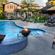 Traditional Pool by Sunset Pools and Spas, Inc.