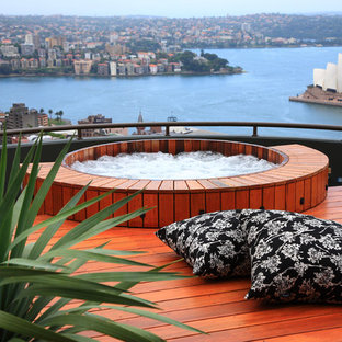 Contemporary swimming pool in Sydney with a hot tub.