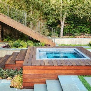 Foto de piscinas y jacuzzis elevados, modernos, pequeños, rectangulares, en patio, con adoquines de hormigón