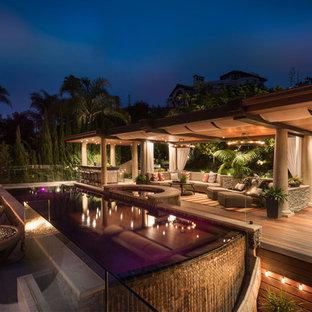 サンディエゴの大きい長方形トランジショナルスタイルのおしゃれなプール (天然石敷き) の写真