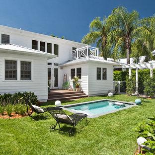 Foto di una piccola piscina tropicale rettangolare dietro casa
