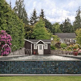 シアトルの中サイズの長方形ビーチスタイルのおしゃれなプール (タイル敷き) の写真