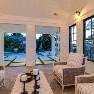 Foto de casa de la piscina y piscina natural, campestre, grande, a medida, en patio trasero, con adoquines de piedra natural