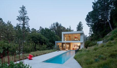 中庭から周囲の自然をとりいれた「都会のオアシス」のような美しい家