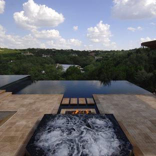 Неиссякаемый источник вдохновения для домашнего уюта: бассейн-инфинити в современном стиле
