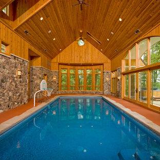 Foto de piscina rural, de tamaño medio, rectangular y interior, con losas de hormigón