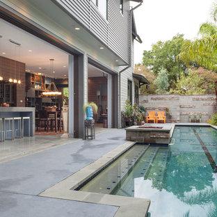 Ejemplo de piscina alargada, contemporánea, en patio