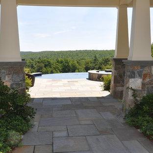 Imagen de piscinas y jacuzzis infinitos, de estilo americano, grandes, redondeados, en patio trasero, con adoquines de piedra natural