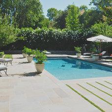 Traditional Pool by AFLA-Landscape Design