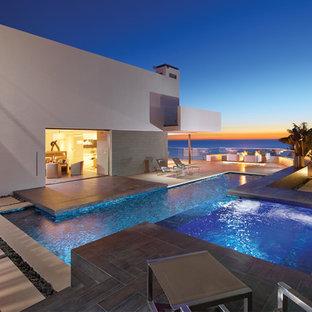 Imagen de piscina contemporánea, a medida, en patio lateral