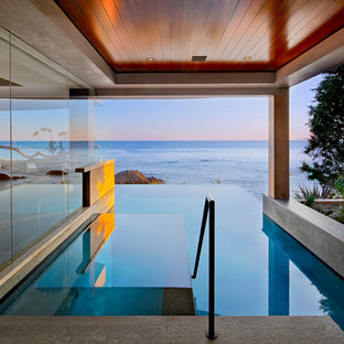 Inspiration for a contemporary custom-shaped infinity pool remodel in Orange County