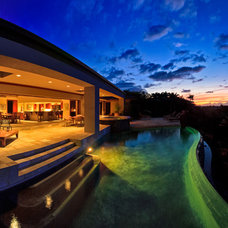 Contemporary Pool by Ethan Tweedie Photography