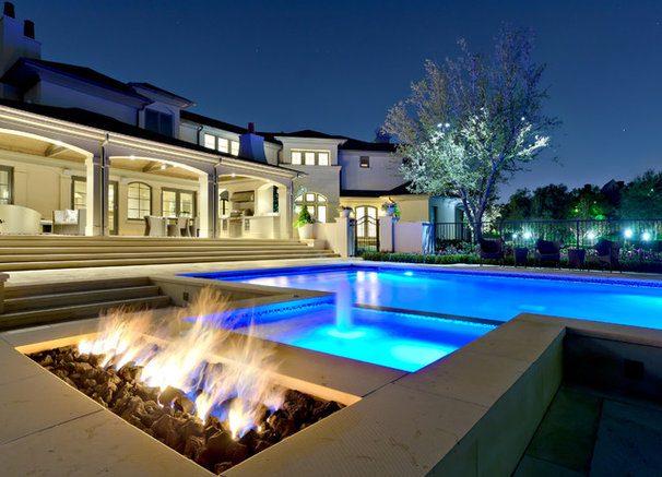 Contemporary Pool by Harold Leidner Landscape Architects