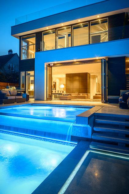 Contemporary Pool by Joshua Lawrence Studios INC