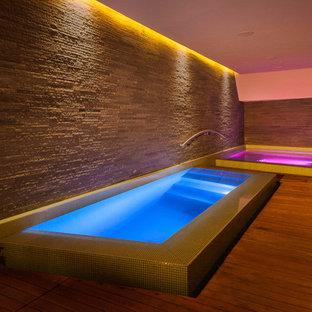 Foto de piscinas y jacuzzis contemporáneos rectangulares y interiores
