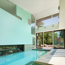 Contemporary Pool by SCE Construction Management Inc.