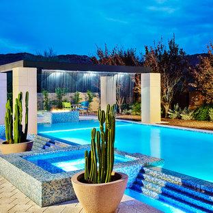 Idées déco pour une piscine hors-sol et arrière contemporaine rectangle avec un point d'eau.