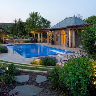 Ejemplo de piscina tradicional renovada rectangular
