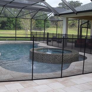 Diseño de piscinas y jacuzzis clásicos renovados, grandes, interiores y a medida, con adoquines de hormigón