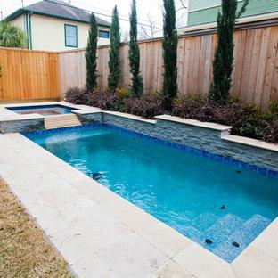 Modelo de piscinas y jacuzzis de estilo americano, de tamaño medio, rectangulares, en patio trasero