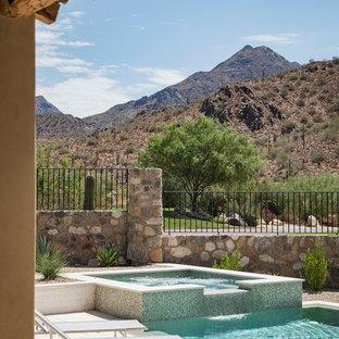 Foto de piscinas y jacuzzis alargados, de estilo americano, grandes, rectangulares, en patio trasero, con suelo de baldosas