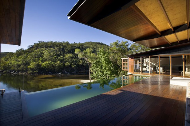 Contemporary Pool by Richard Cole Architecture