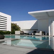 Modern Pool by Laidlaw Schultz architects