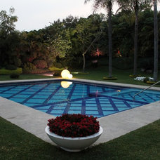 Contemporary Pool by Francisco Fernandez/Aurora Palomar