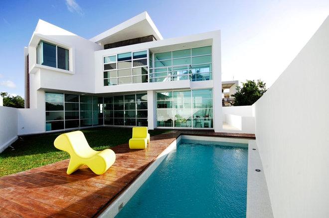 Contemporary Pool by SOSTUDIO / Sergio Orduña Architects