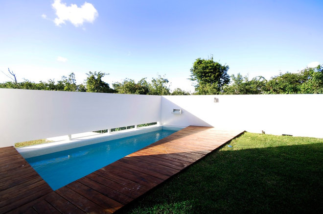 Modern Pool by SOSTUDIO / Sergio Orduña Architects