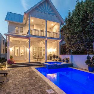Imagen de piscinas y jacuzzis alargados, marineros, pequeños, rectangulares, en patio trasero, con adoquines de hormigón