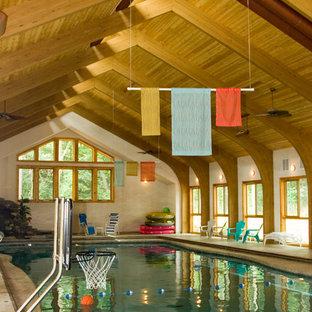 Ejemplo de casa de la piscina y piscina marinera, grande, a medida y interior, con adoquines de piedra natural