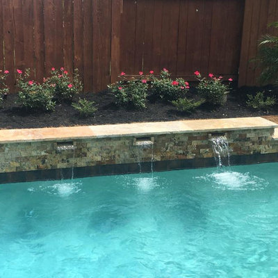 Hot tub - mid-sized transitional backyard concrete paver and rectangular natural hot tub idea in Orange County