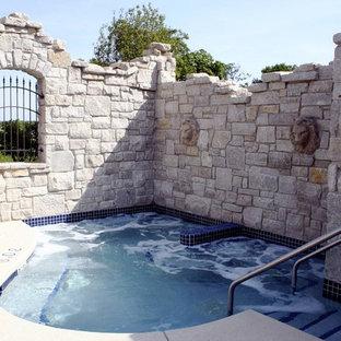 Diseño de piscinas y jacuzzis naturales, clásicos, grandes, a medida, en patio trasero, con granito descompuesto