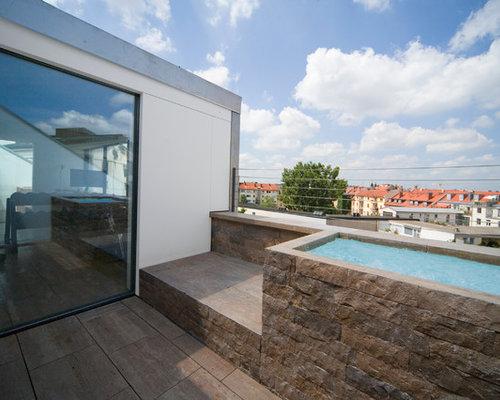 Oberirdischer, Kleiner Moderner Pool Auf Dem Dach In Rechteckiger Form Mit  Natursteinplatten In München