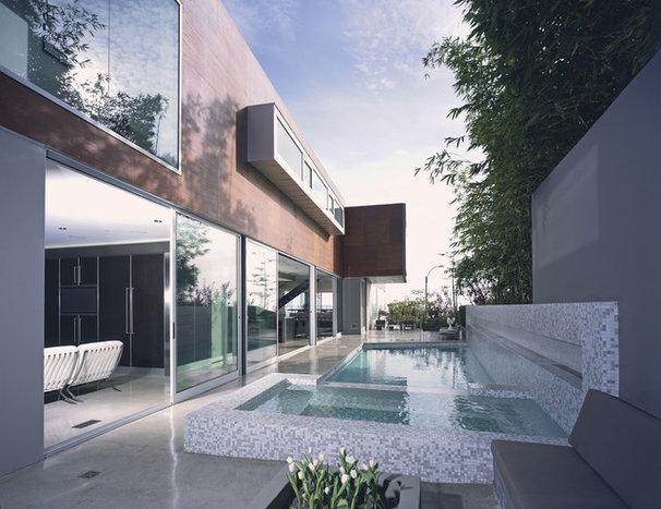 Modern Pool by spfa.com