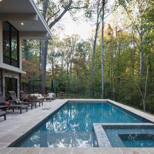 Ejemplo de piscinas y jacuzzis alargados, rústicos, grandes, rectangulares, en patio trasero, con suelo de baldosas