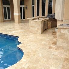 Tropical Pool by Edgewater Design LLC