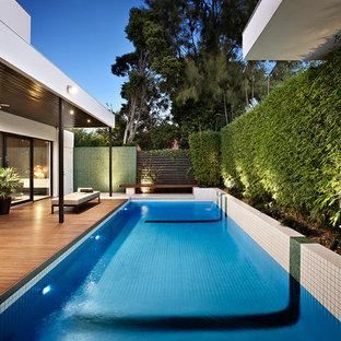 Ejemplo de piscina actual con entablado