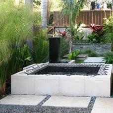 Contemporary Pool by debora carl landscape design