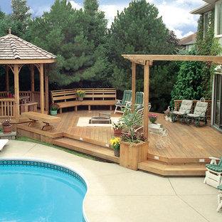 Foto di una grande piscina minimalista personalizzata dietro casa con pedane