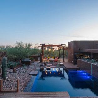 Imagen de piscina natural, urbana, grande, rectangular, en patio trasero