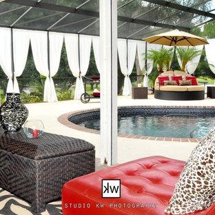 Ejemplo de piscina alargada tropical