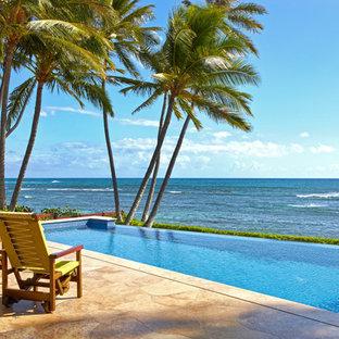 Foto de piscina infinita tropical