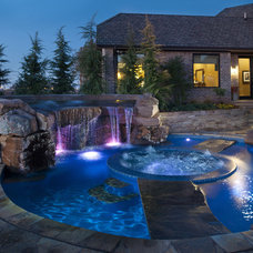 Eclectic Pool by CAVINESS LANDSCAPE DESIGN, INC.