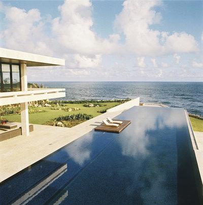 Modern Pool by Aquatic Consultants, Inc